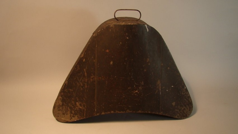 Black hatbox, triangular with rounded edges, that contained the hat of Isaac Brock.